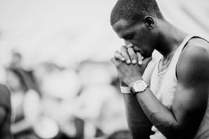 Man praying2